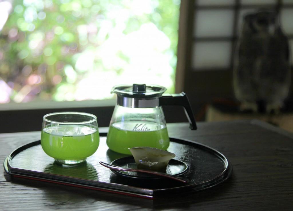 抹茶入りでまろやかな味わいの冷茶セットもお選び頂けます