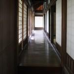 部屋数が多く、廊下は迷路のよう
