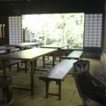 ふくろうと一緒にお茶ができる庄屋茶寮です