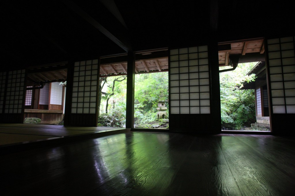 Contemplate the lake from the tatami room